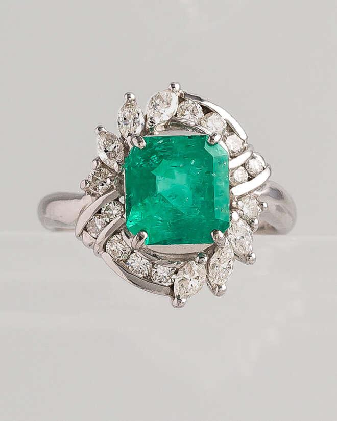 Majestic Emerald Diamond Ring